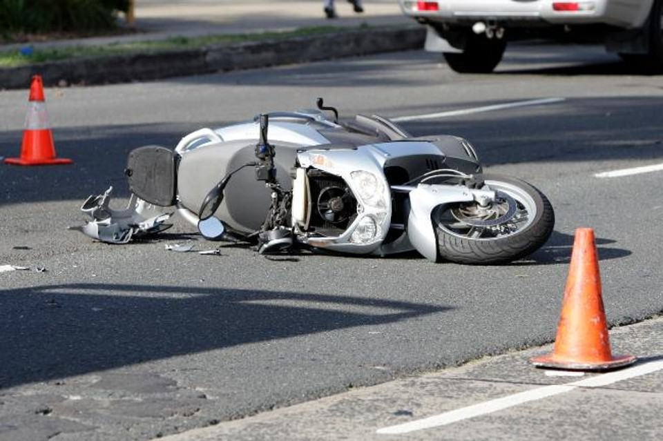 incidente-stradale-salerno-scooter-semafori