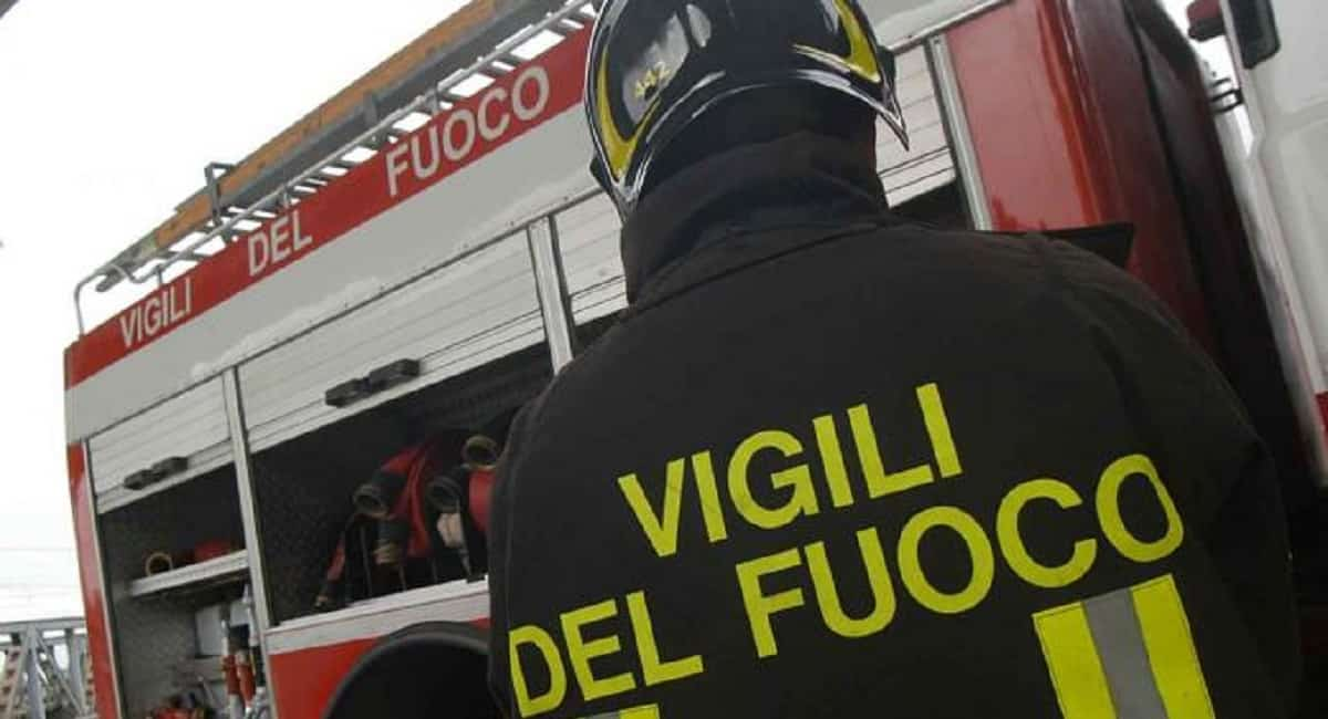 incidente-stradale-polla-auto-dirupo