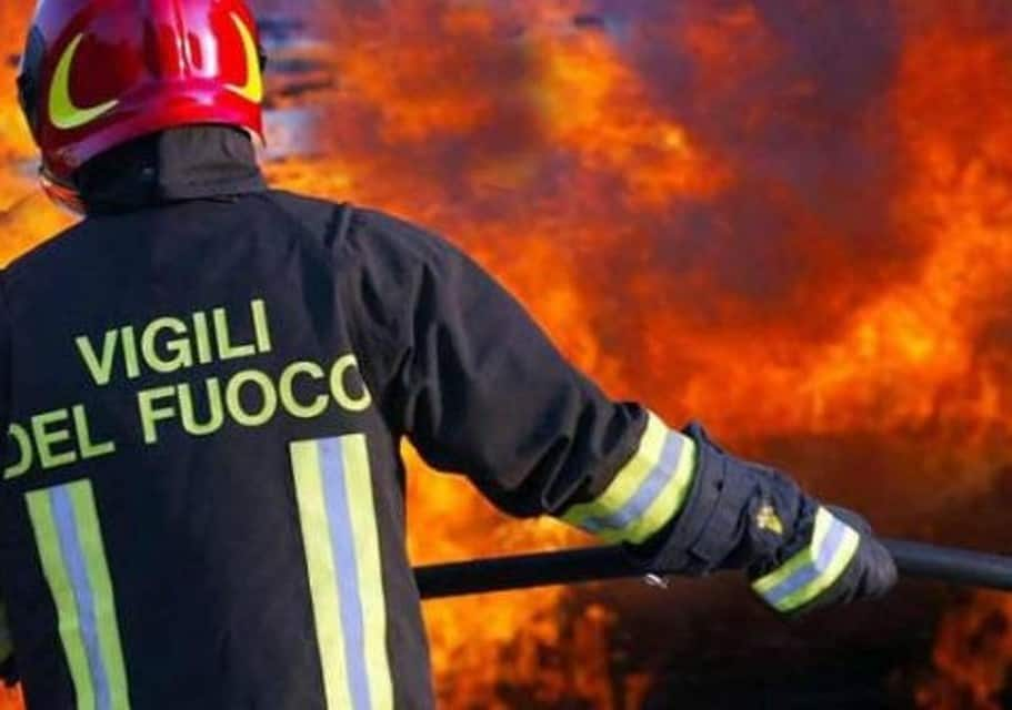 Photo of Agropoli, mansarda in fiamme: condomini evacuati