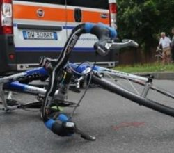 incidente-stradale-salerno-ciclista-morto-caduta