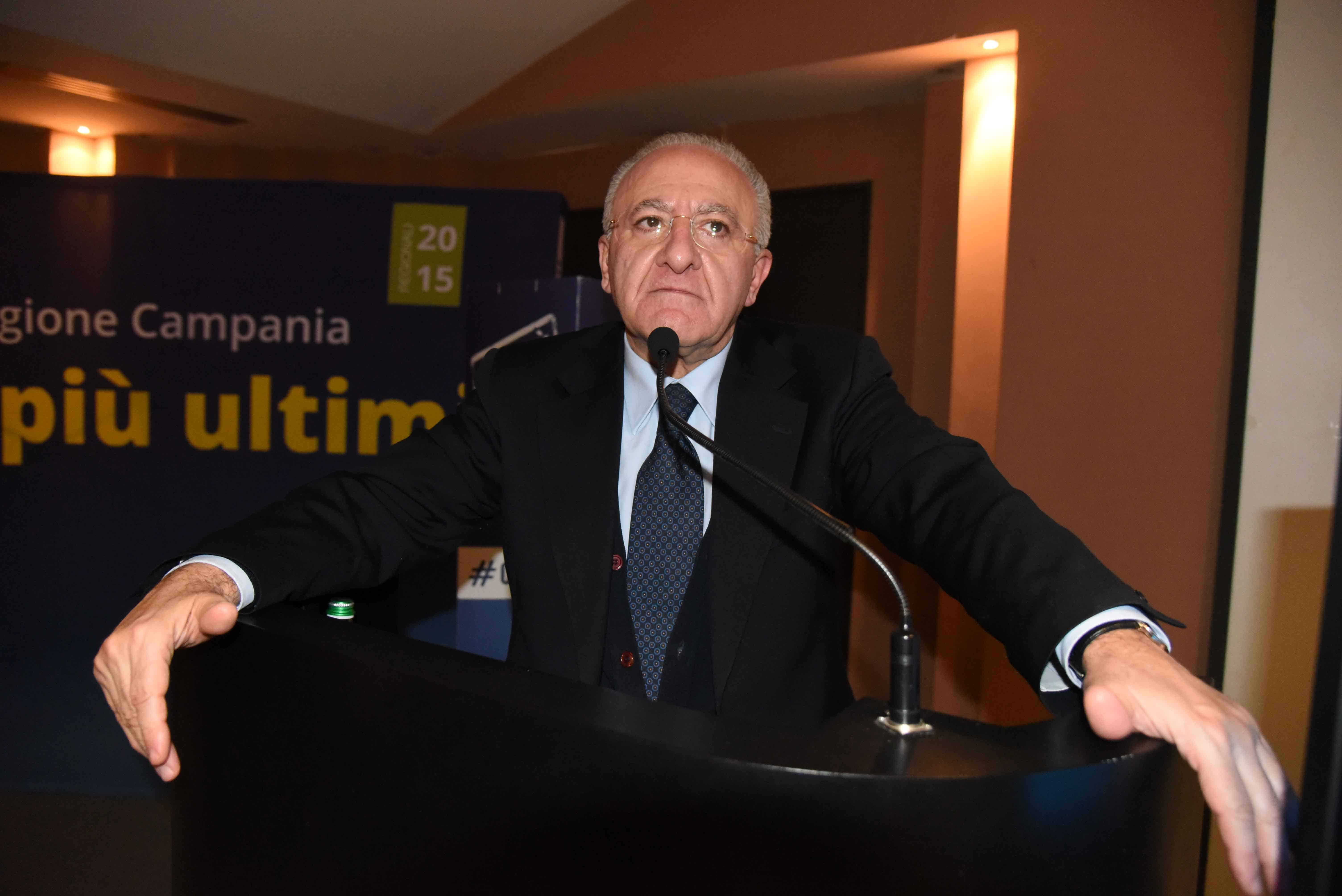 Photo of De Luca presenta il piano rifiuti