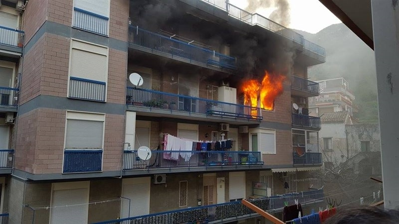 Photo of Paura a Maiori: palazzina in fiamme