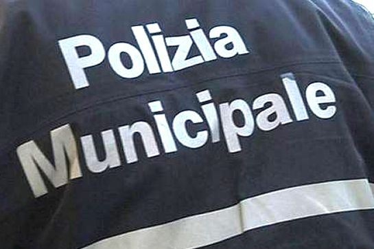 Photo of Eboli, vigili urbani al bar: esplode la polemica sul web