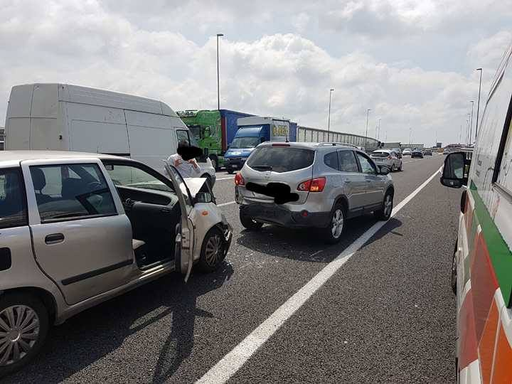 Photo of Battipaglia, incidente nei pressi dello svincolo: quattro feriti