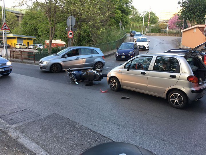 Photo of Salerno: scooter travolto a Salerno, 1 ferito
