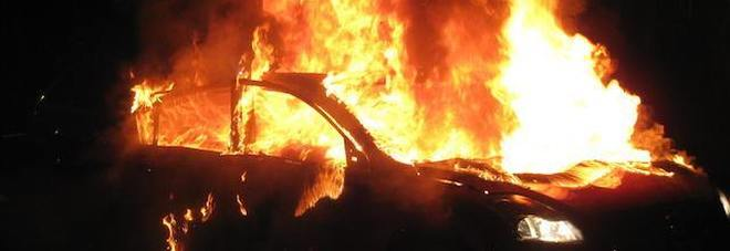 Photo of Pontecagnano, auto in fiamme sull'A2 del Mediterraneo