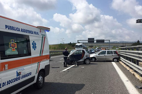 Photo of Incidente in autostrada: due calciatori professionisti feriti