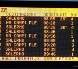 display stazione ritardi treni