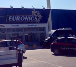 tentativo di furto all'Euronics del Maximall