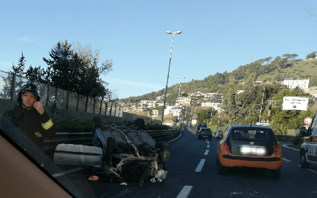 incidente-tangenziale-auto-ribaltata-2