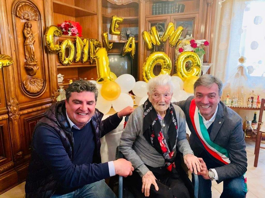Photo of Compleanno record a Castellabate, nonna Angela spegne 100 candeline