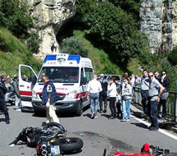 incidente--praiano-scontro-auto-moto-due-feriti
