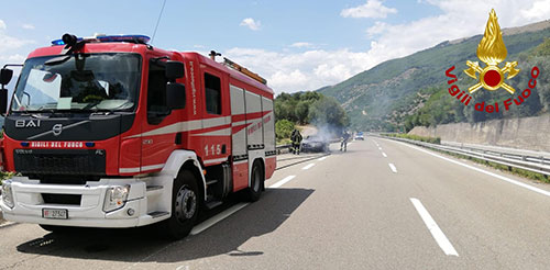 Photo of Paura sulla cilentana, auto in fiamme: illeso il conducente