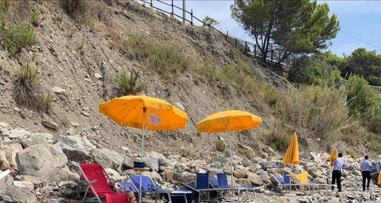 "Photo of Operazione ""spiagge e acque libere"" in Cilento: sequestrate 700 attrezzature balneari"