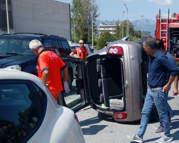 incidente-salerno-scontro-auto-stadio-arechi