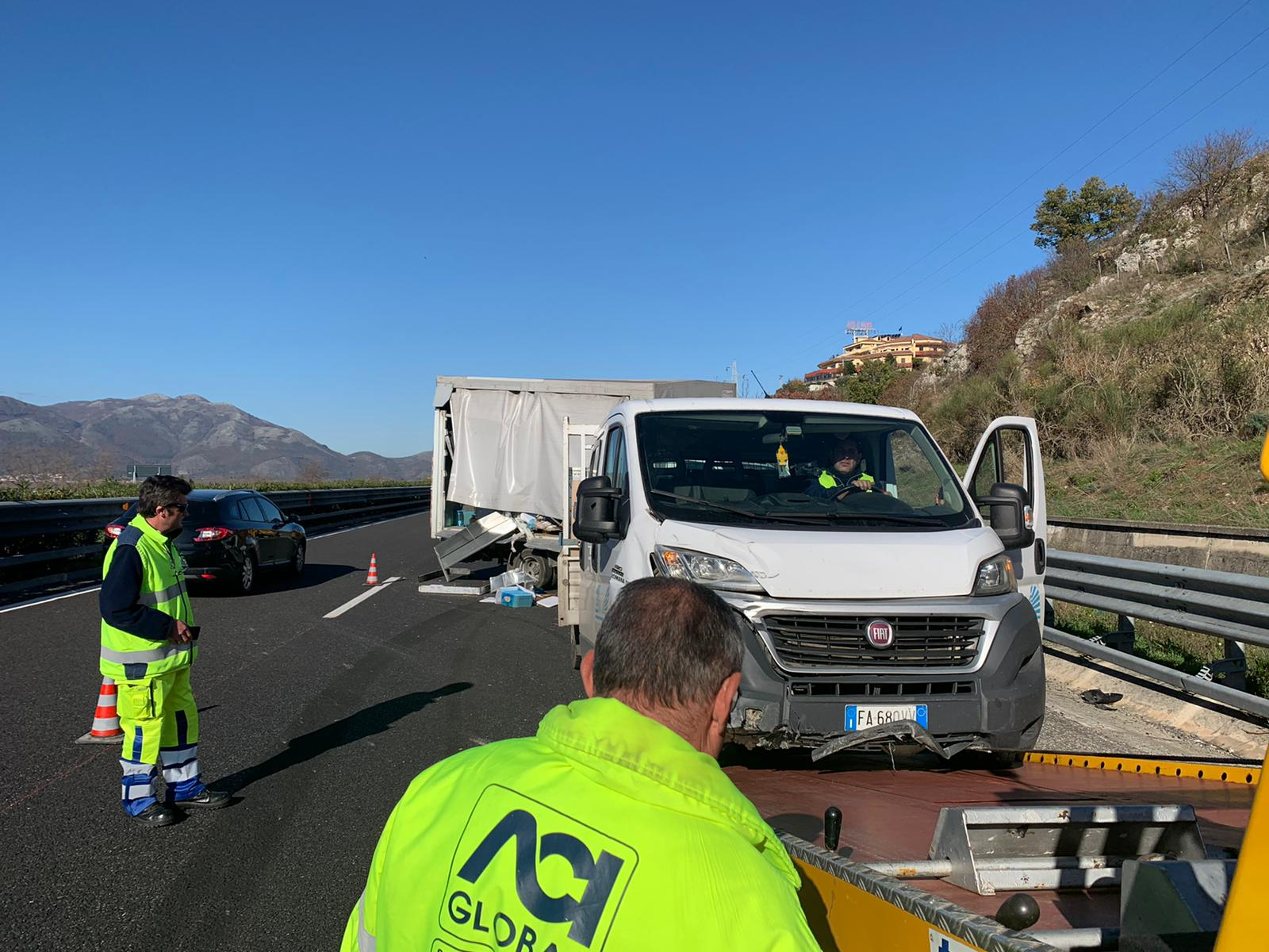 Photo of Incidente in autostrada ad Atena Lucana, scontro tra due furgoni