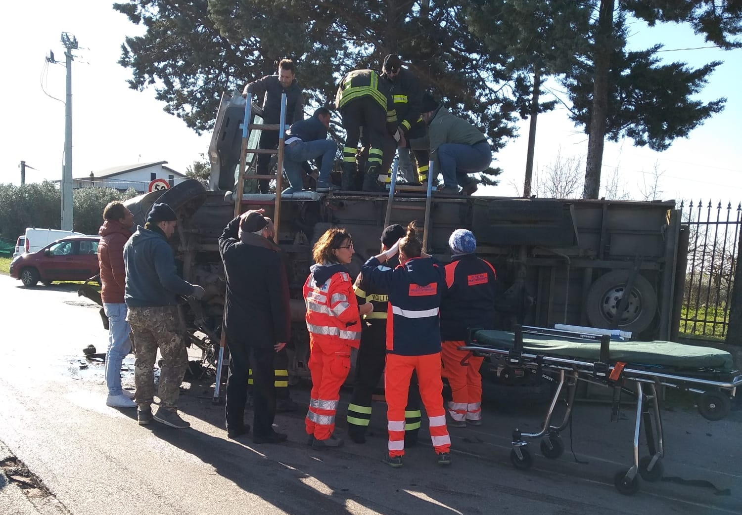 Photo of Incidente stradale a Campagna, camion si ribalta: un ferito
