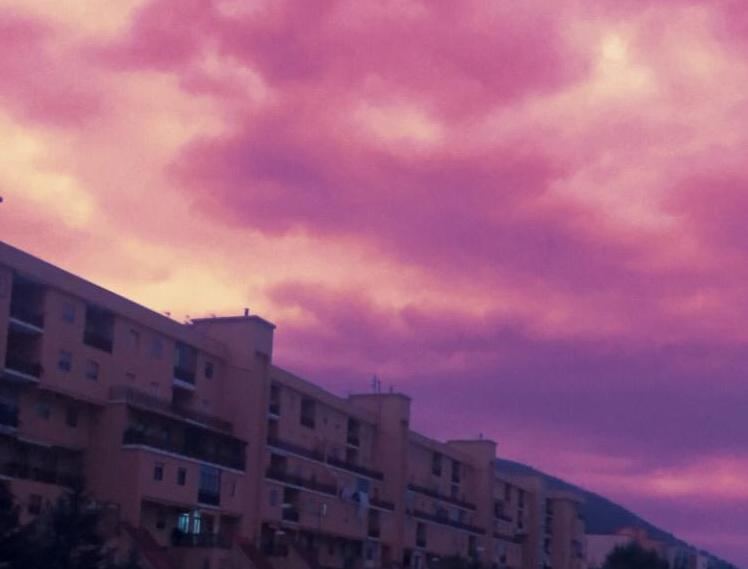 Photo of Spettacolo a Salerno: il cielo si tinge di viola