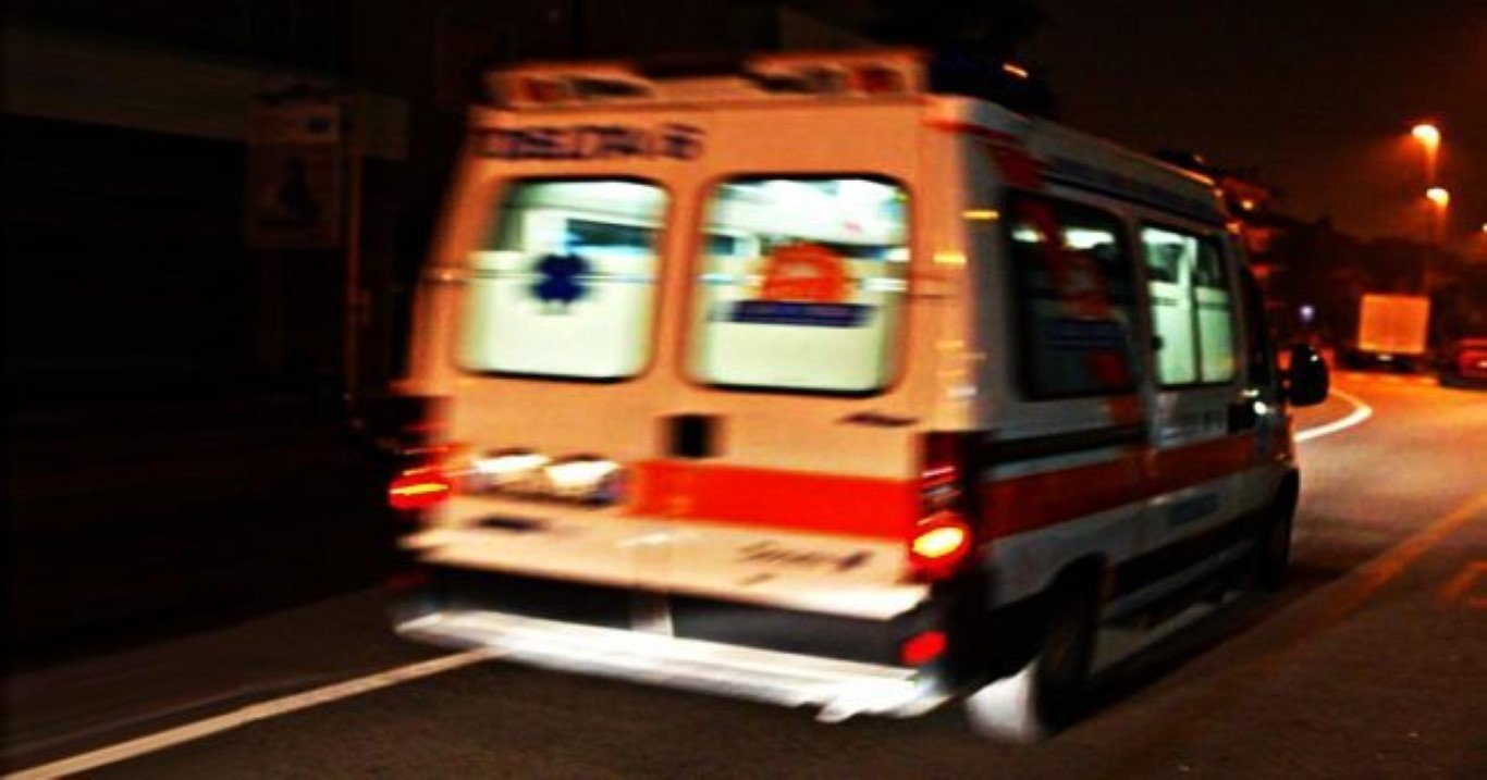 Photo of Incidente a Sant'Arsenio, auto si schianta contro la segnaletica stradale