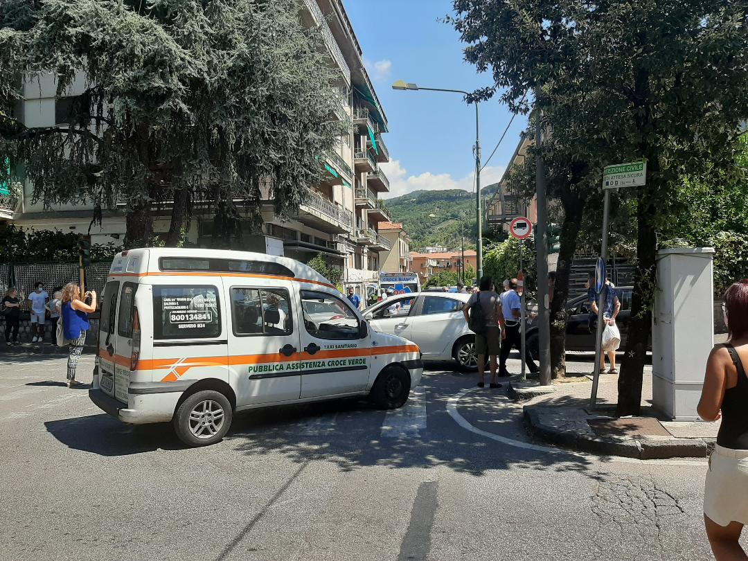 cava-de-tirreni-incidente-via-marconi-donna