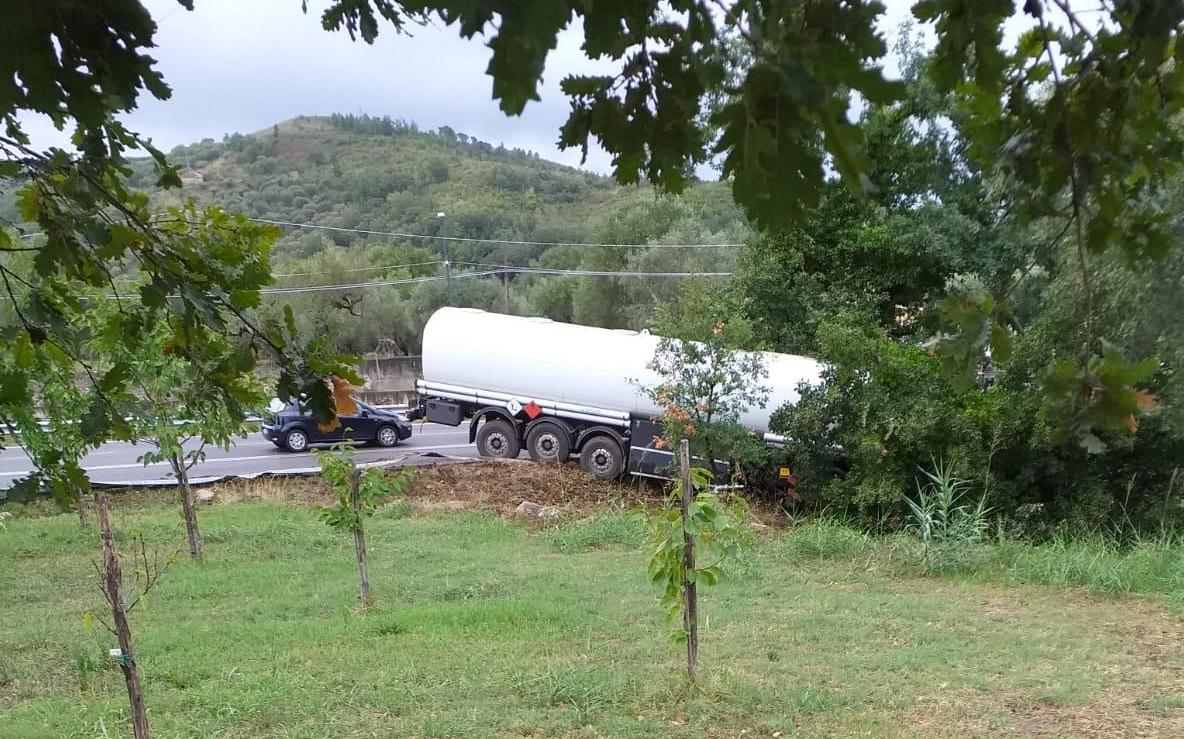 incidente-cilentana-camion-fuori-strada-pattano